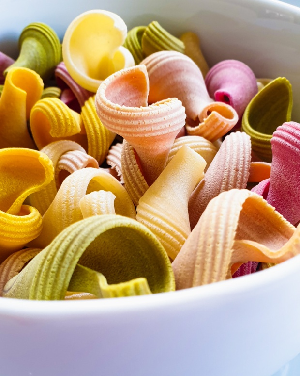 Food Photography Portfolio at ildiva.com - Bowl of Colorful Pasta