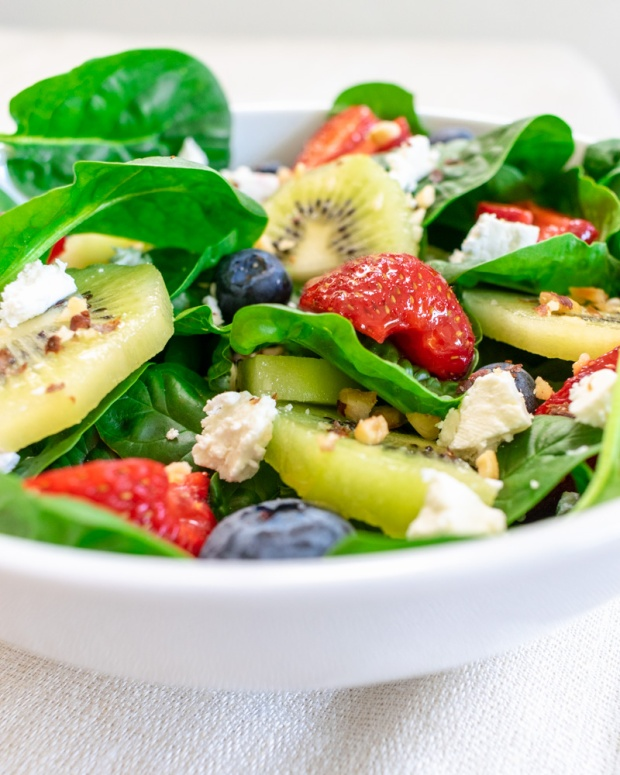 Food Photography Portfolio at ildiva.com - Spinach Salad with Berries, Kiwi and Goat Cheese